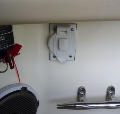12-V receptacles at transom