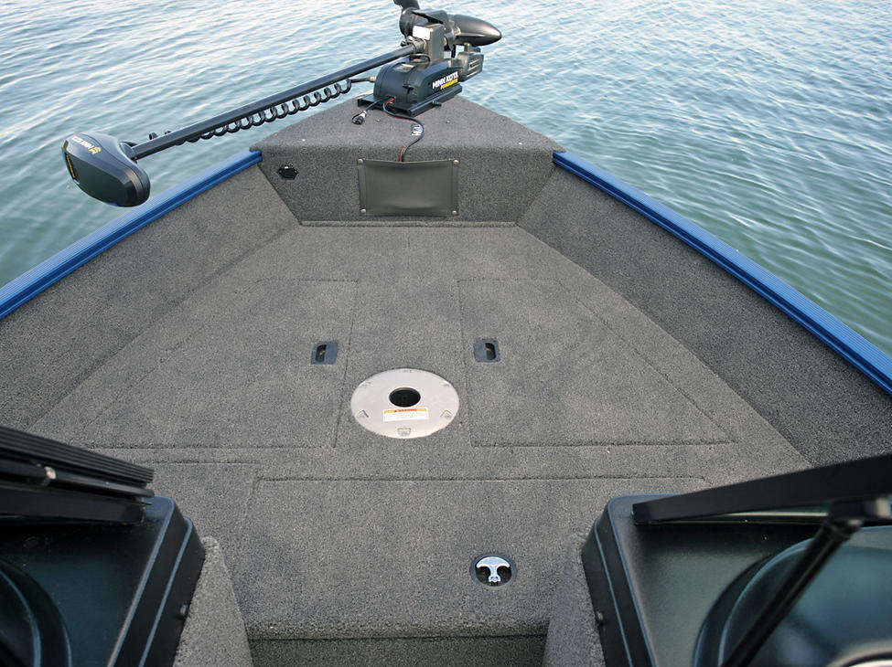 1650-Angler-Sport-Bow-Deck-Compartments-Closed