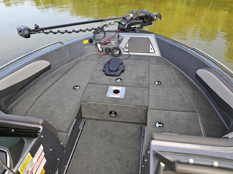 189-Tyee-GL-Bow-Deck-Storage-Compartments-Closed