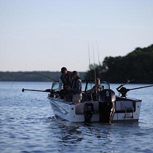 2075 Fisherman Fishing