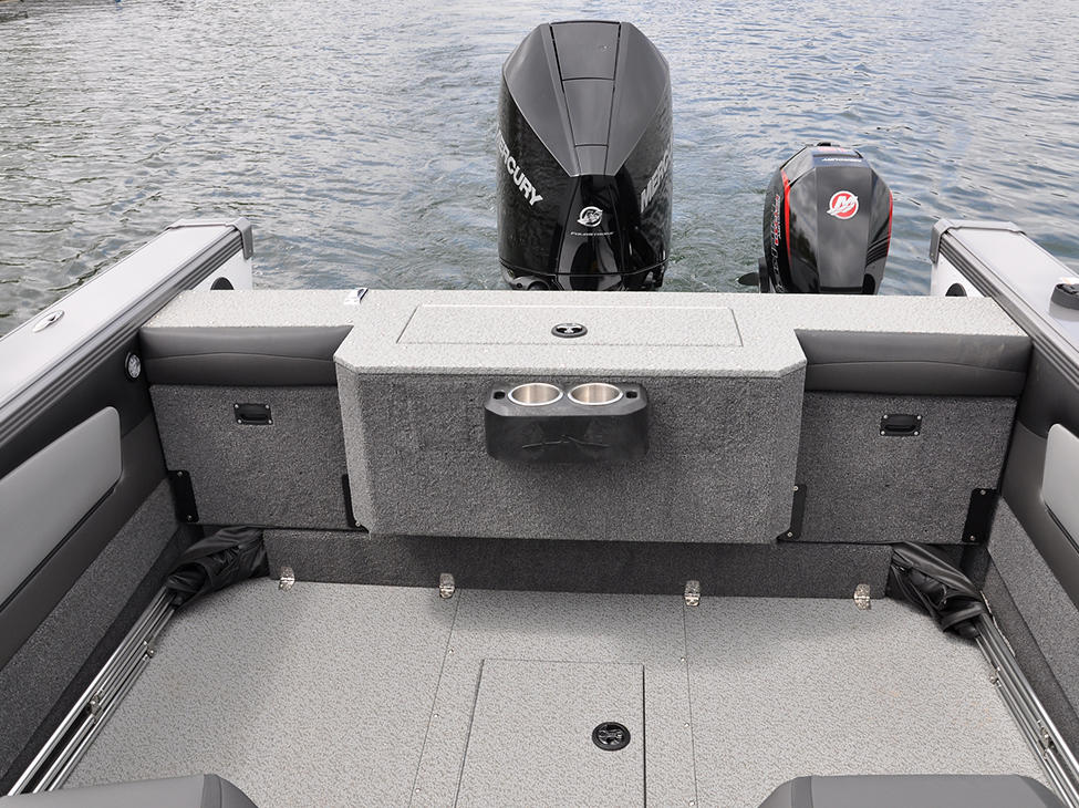 2075-Tyee-Magnum-Aft-Compartments-Closed