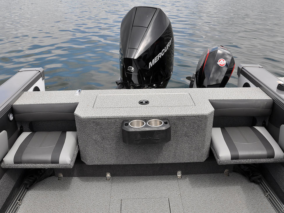2075-Tyee-Magnum-Aft-Jump-Seats-Open