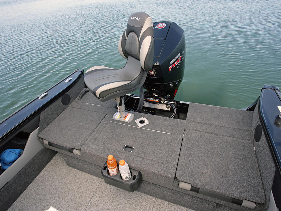 Crossover-XS-Aft-Deck-with-Seat