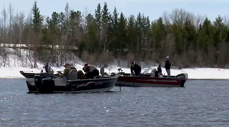 Lund-Ultimate-Fishing-Experience-2015-Episode-01-Blast-From-The-Past.mkv0055
