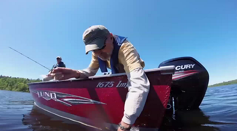Lund-Ultimate-Fishing-Experience-2015-Episode-05-River-Bonanza.mkv0061
