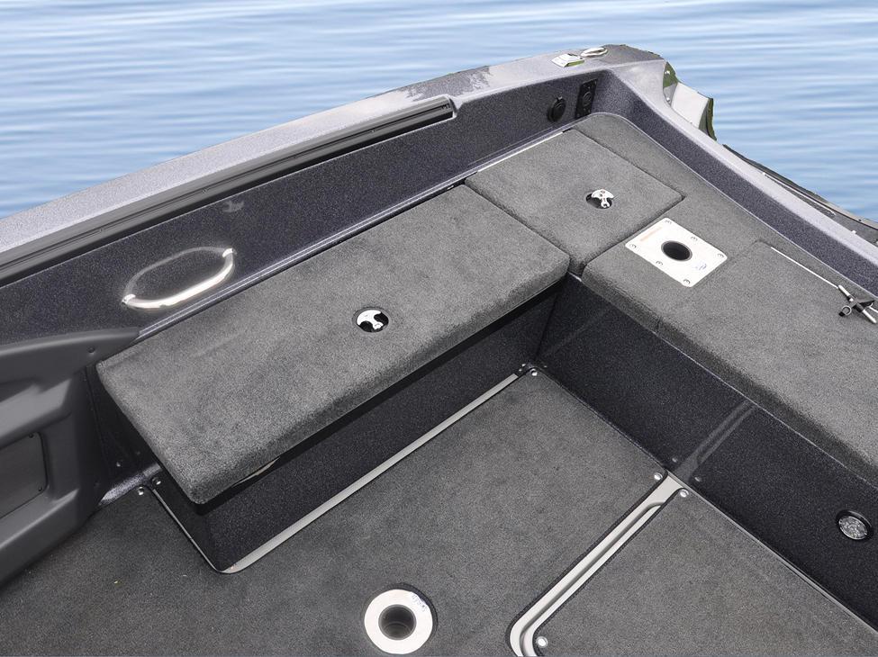 Pro-V-GL-Optional-Aft-Starboard-Removable-Storage-Pod-Closed