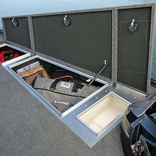 Pro-V-Musky-Bow-Deck-Starboard-Storage-Compartments-and-Livewell