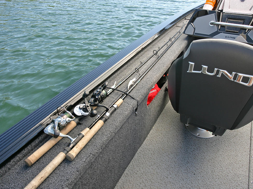 /content/dam/lund/products/core-fishing/prov-musky/Pro-V-Musky-XS-Aft-Deck-Port-Rod-Straps.jpg