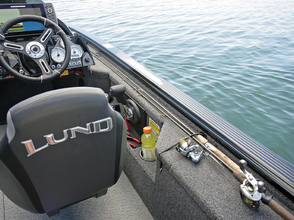 Pro-V-Musky-XS-Aft-Deck-Starboard-Rod-Straps