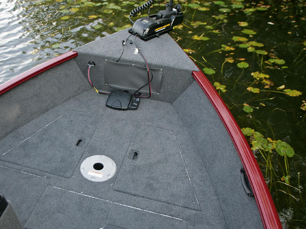 Rebel-XL- Bow-Deck-Storage-Compartments-Closed