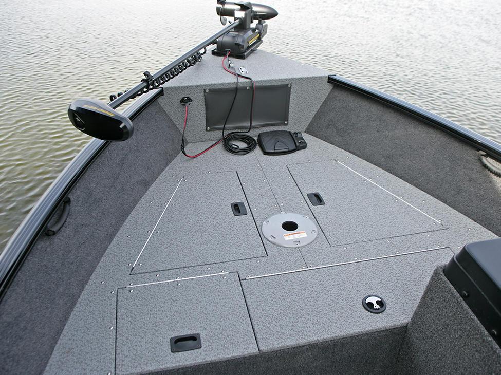 Rebel-XL-SS-Bow-Deck