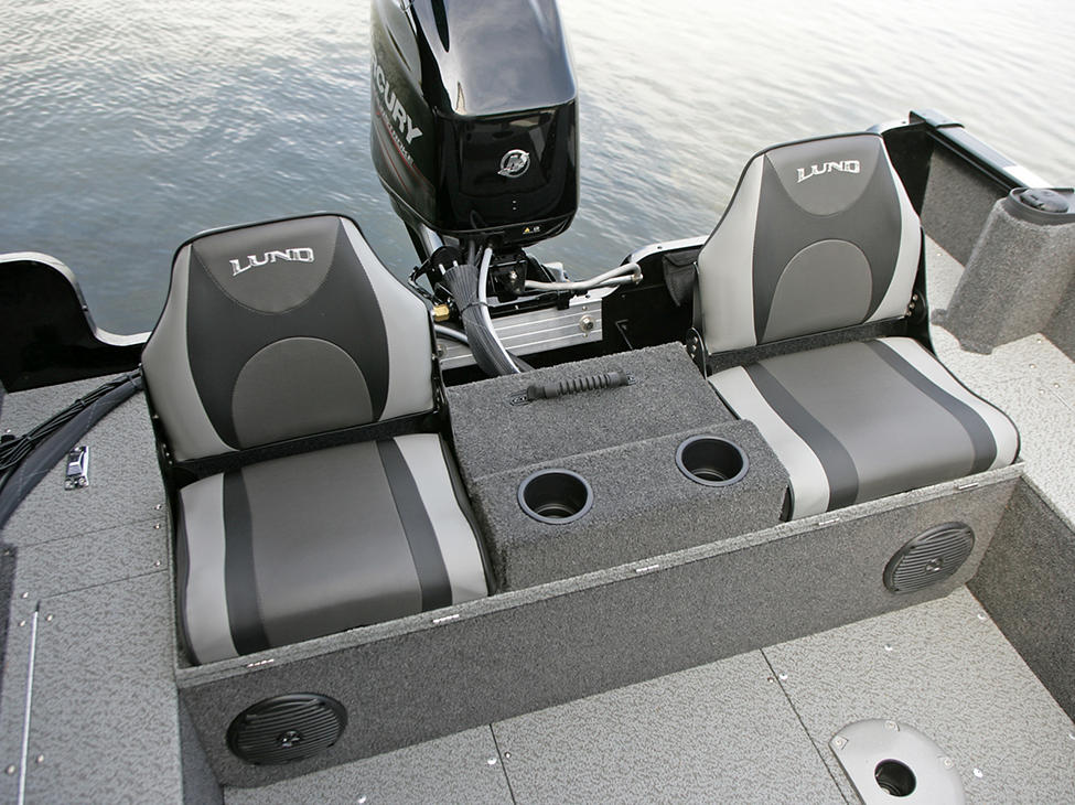 Rebel XL Sport-SS-Aft-Deck-with-Optional-Flip-Bench - Up-with-Seats-Open