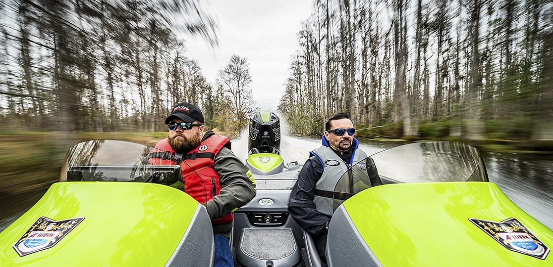 Men green black boat Mercury 250r