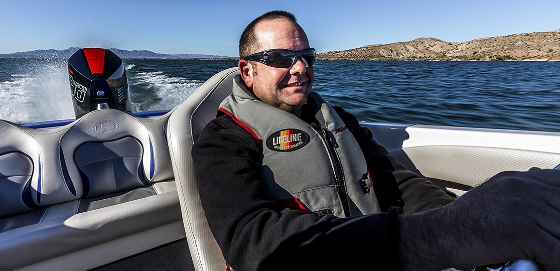 Man boat Mercury 300r water