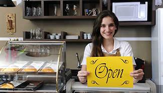 Unternehmerin öffnet ihr Café und nimmt TeleCash Terminal wieder in Betrieb