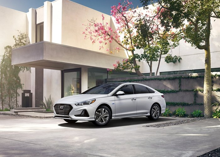 2019 sonata hybrid limited parked at building