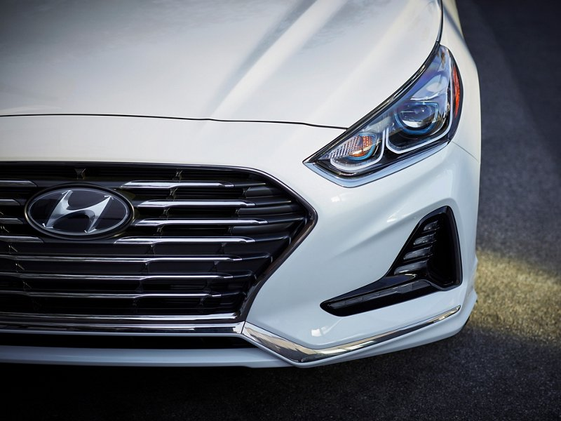 2019 Hyundai Sonata Hybrid Limited White Front Grille