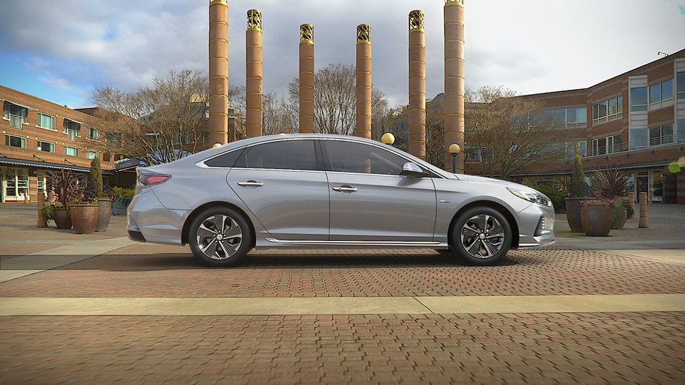 360 Exterior Image of the 2019 SONATA Hybrid in Ion Silver