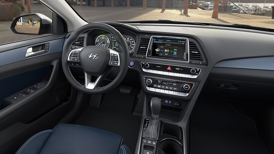 360 Interior Image of the 2019 SONATA Plug-in Hybrid in Emerald Blue