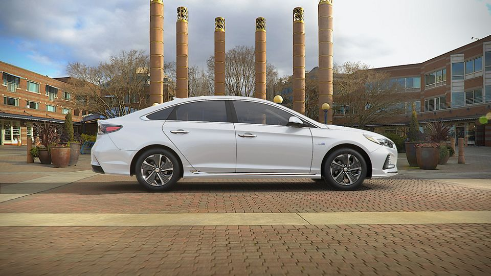 360 Exterior Image of the 2019 SONATA Plug-in Hybrid in Hyper White