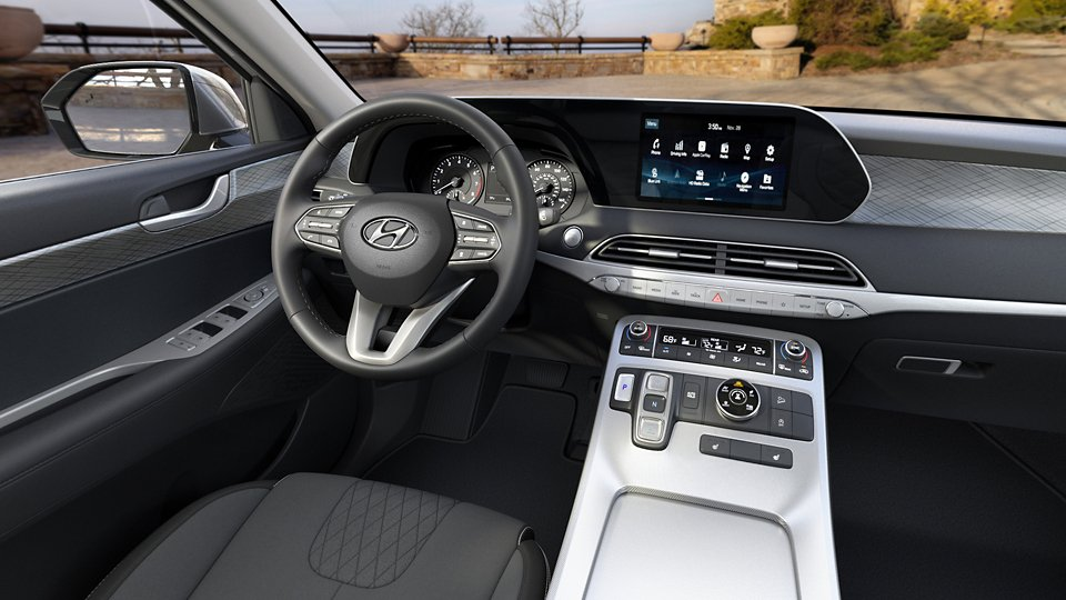 360 Interior Image of the 2020 PALISADE SEL in Black