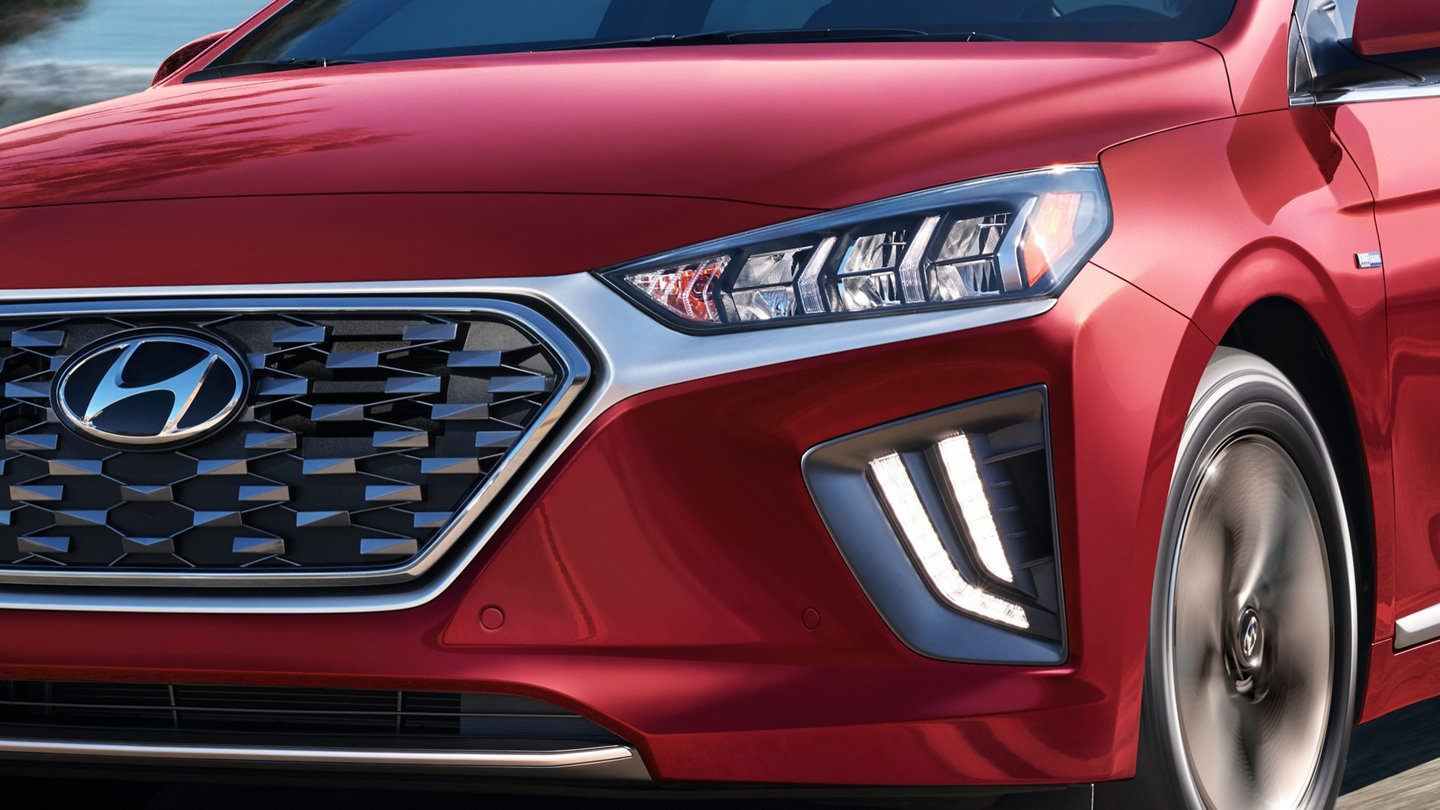 2020 Hyundai Ioniq Hybrid SE LED Daytime running lights