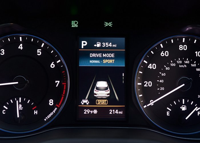 2020 Kona SEL Plus display