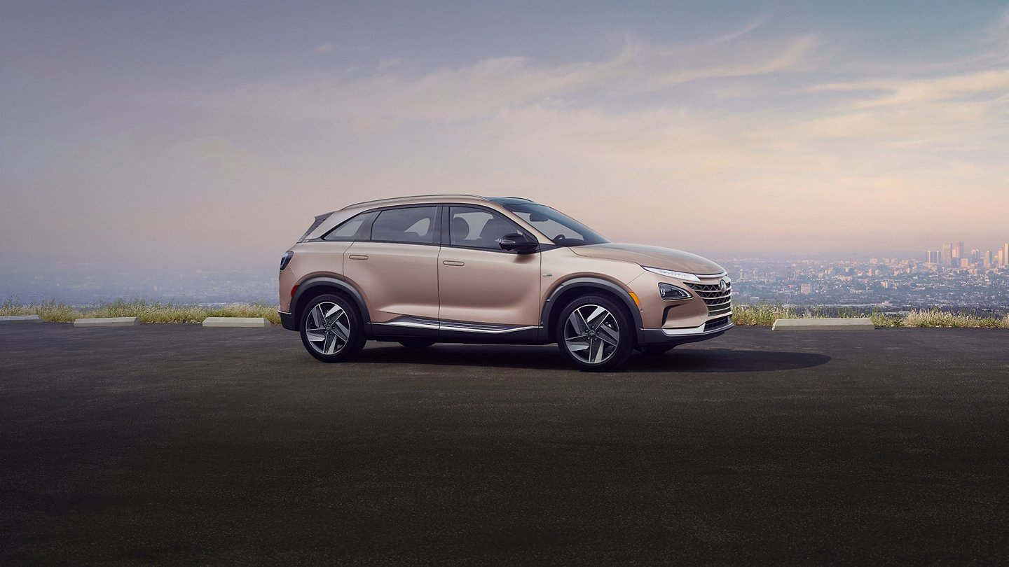 2020 nexo fuel cell profile overlooking city