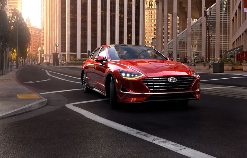 360 Exterior Image of the 2020 SONATA Hybrid in Calypso Red