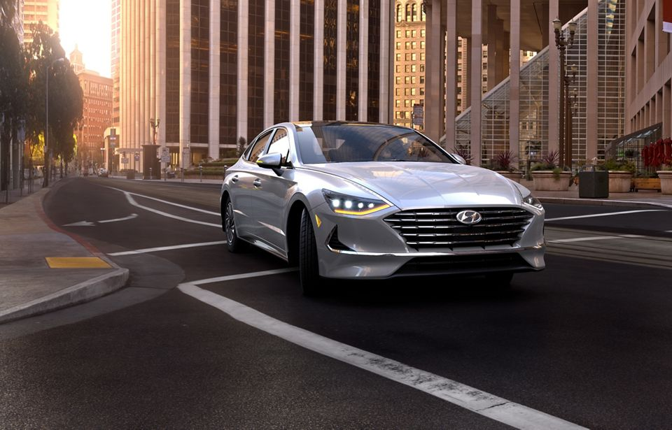 360 Exterior Image of the 2020 SONATA Hybrid in Shimmering Silver