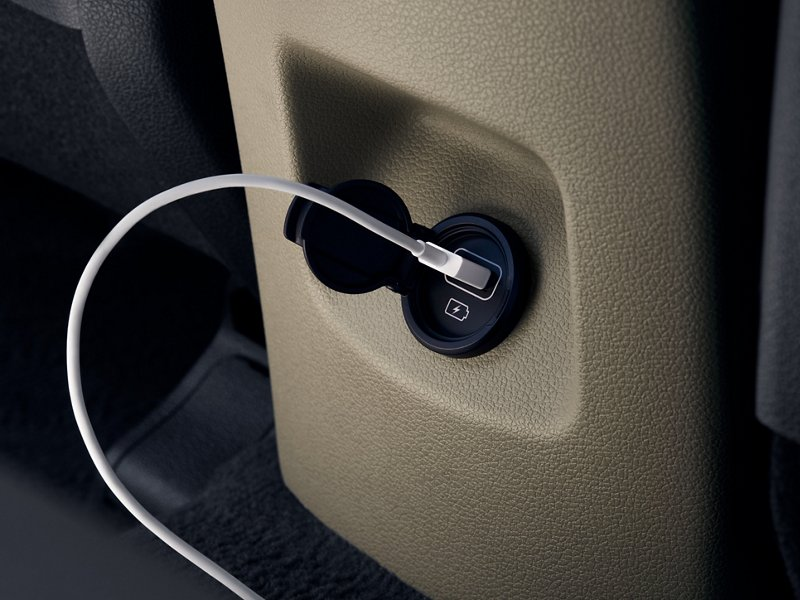 2020 Tucson Second row power outlet