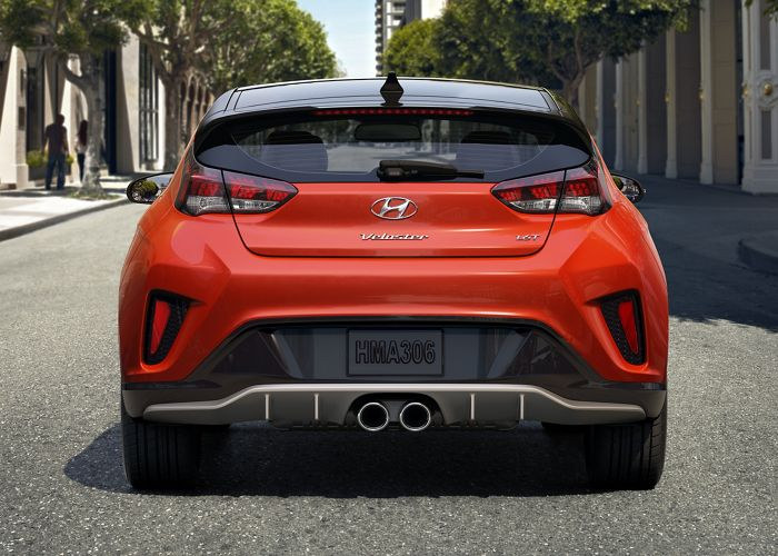 Parte trasera del Hyundai Veloster Turbo Ultimate 2020 en color Sunset Orange
