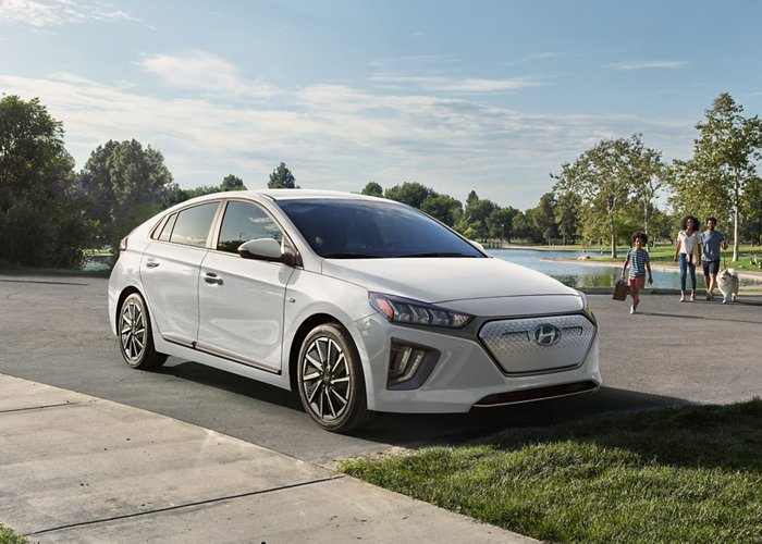 2020 Hyundai Ioniq Electric in white