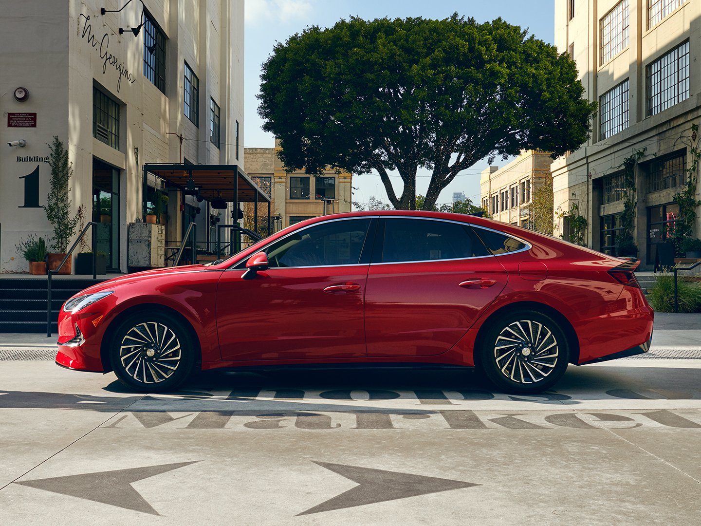 2020 Sonata Hybrid in red