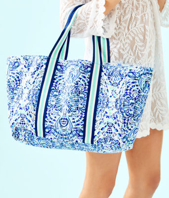 Lillys Lagoon Tote Bag, Resort White Call My Shell Phone Engineered Tote, large