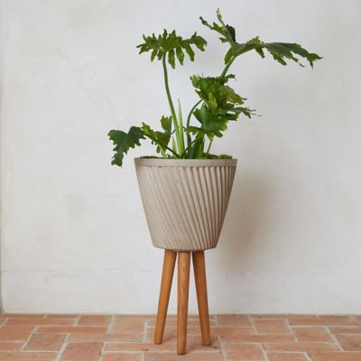 Ridged Fiber Stone + Wood Leg Pot