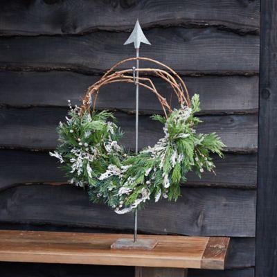 Arrow Standing Iron Wreath Hanger