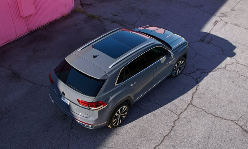 Bird's-eye view of the Atlas Cross Sport in Pure Gray.