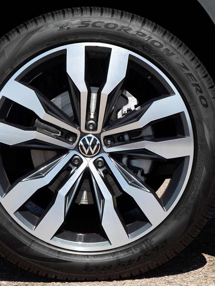 """Close-up shot of the front passenger side of an Atlas in Pyrite Silver Metallic, highlighting the available 20"""" machined alloy wheel."""