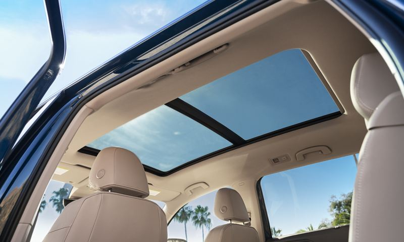 A view of the available power tilting/sliding panoramic sunroof of an Atlas seen from the interior.