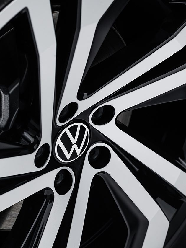 """A closeup of an available 20"""" machined alloy wheel."""