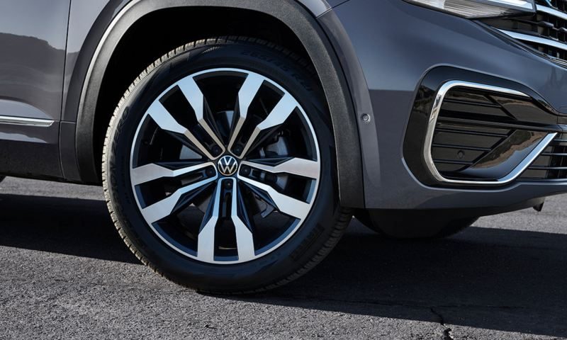 "The available 21"" wheels of the Atlas Cross Sport"